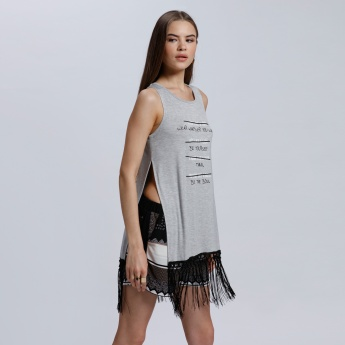 Printed Sleeveless T-Shirt with Round Neck and Side Slits