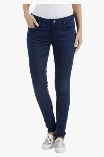Low Rise Denims in Slim Fit
