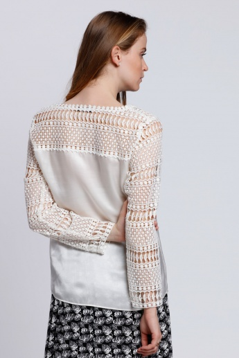 Long Sleeves Top with Round Neck and Lace Detail