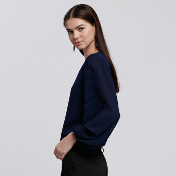 Round Neck Top with Long Sleeves and Keyhole Closure