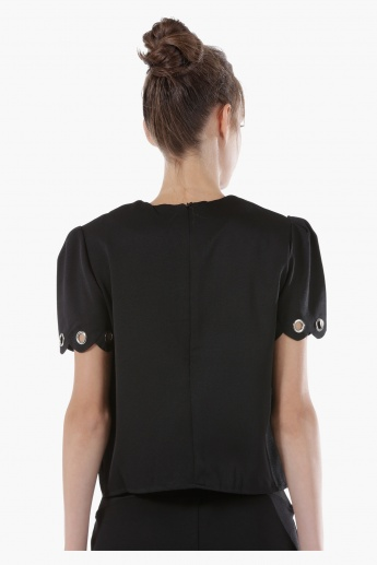 Box Top with Eyelets on Hem and Sleeve