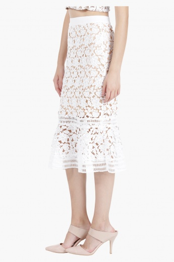 Lace Skirt in Straight Fit