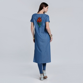 Round Neck Tunic with Short Sleeves and Embroidery at Back